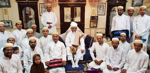 Alavi Bohras: A group of Quiz winners with Aqaa Maulaa at Devdi Mubaarak