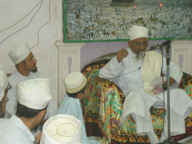 Maazoon Saheb (dm) addressing the Mumineen in Bustaan us-Sawaab