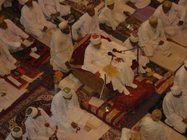 Dilkash manzar in which Huzoor-e-'Aali (tus) could be seen seated at Masnad-e-Taiyebi