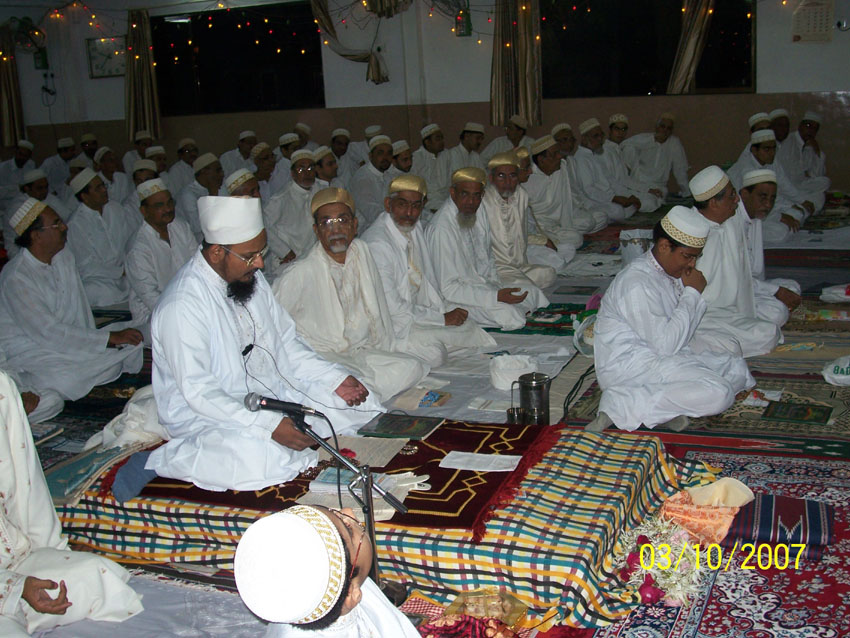 Mukaasir saheb delivering wa'az and taqreer during Shab-e-Qadr among mumineen
