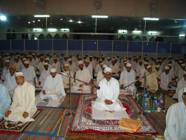 Mazoon Saheb (dm) reciting the qiraat of last Nisf il Layl in the night of Eid ul-Fitar