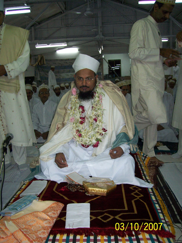 Mukaasir ud-Da'wat Husain Mo'eenuddin saheb during the ibaadaat of Laylatul Qadr at Mumbai
