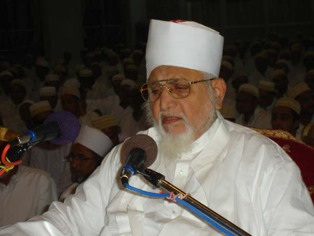 Huzoor-e-'Aali (tus) delivering bayaan mubaarak in the fazeelat and azmat of Laylat ul-Qadr