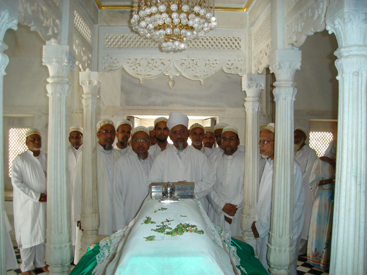 Du'a-e-Tawassul at the mazaar of Saiyedi Hasan Feer shaheed (ra) at Denmaal
