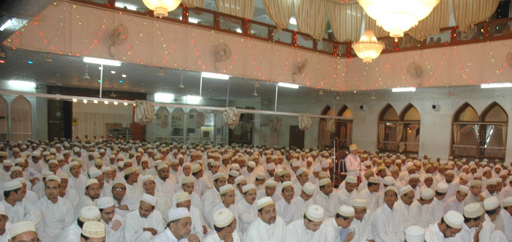 Mumineen gathered in large number for the ibaadaat of Laylat ul-Qadr