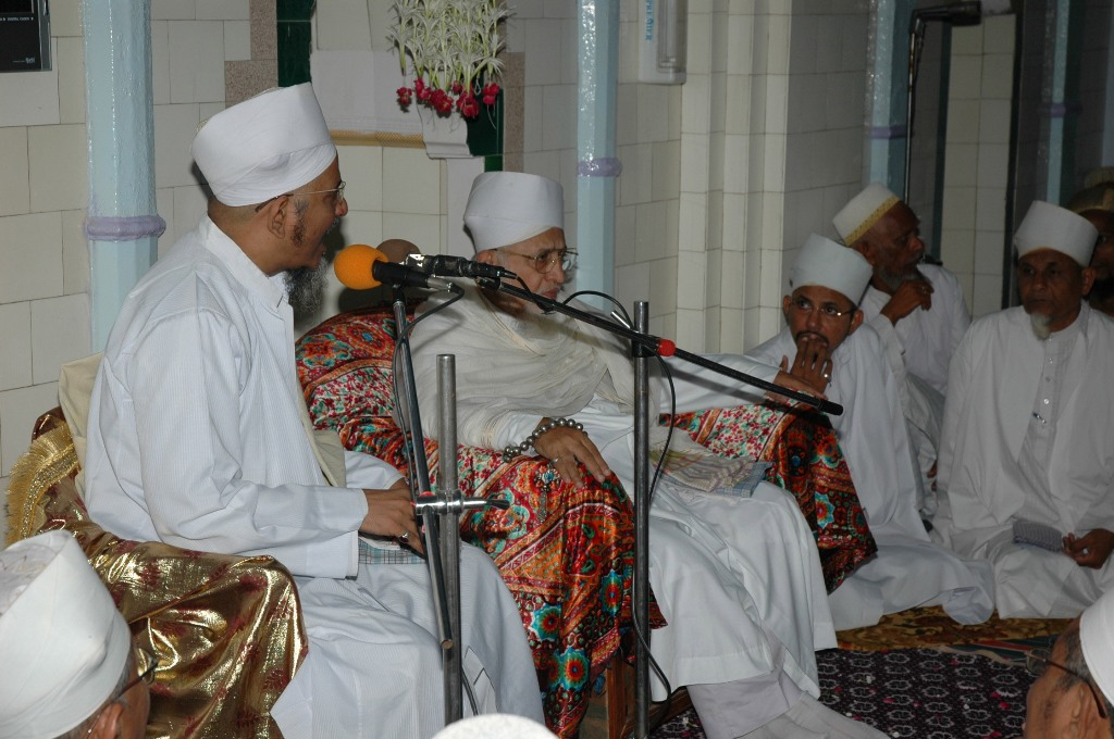 Maazoon ud-Da'wat delivering the bayaan of Fazaa'il-e-Alaviyah